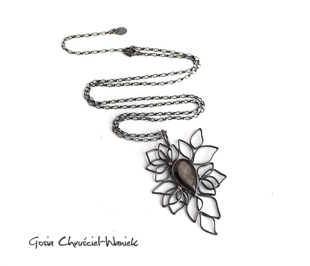 Srebrny naszyjnik ze smoczym szkłem