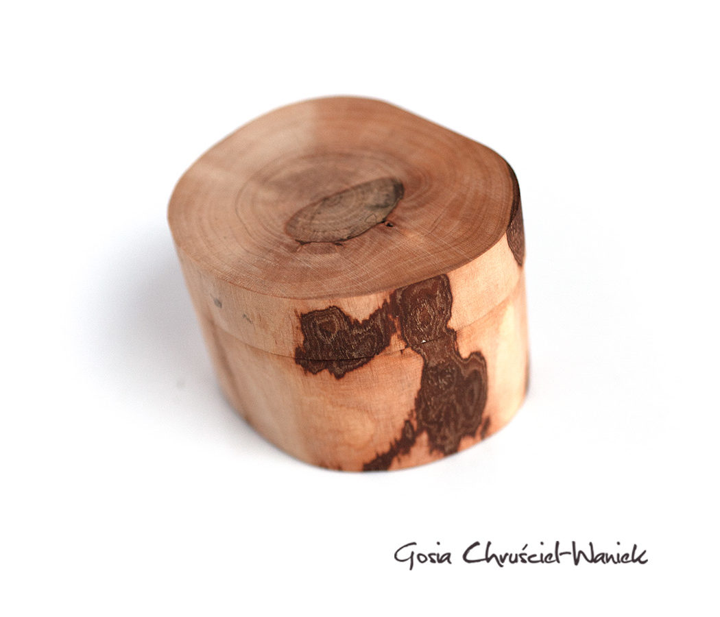 Drewniane pudełko z mchem