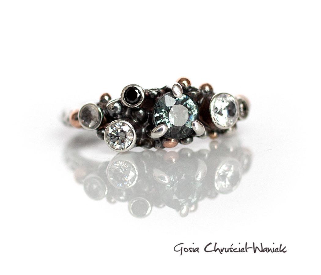 Srebrny pierścionek ze spinelem, brylantami, moissanitem, topazem i cyrkonem