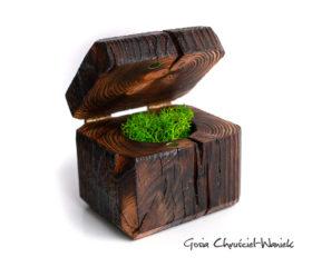 Pudełko ze starej sosny