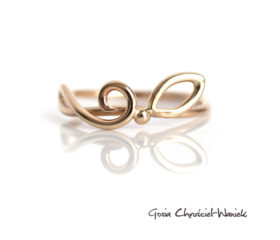 Złoty ażurowy pierścionek z listkiem