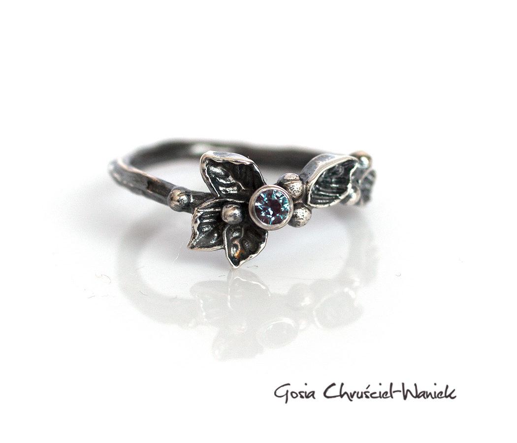 Srebrny pierścionek z aleksandrytem z kolekcji Wild Berries