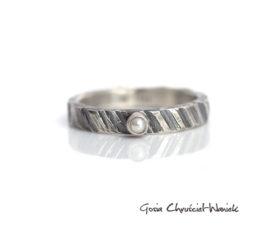 Perła i fakturowane srebro