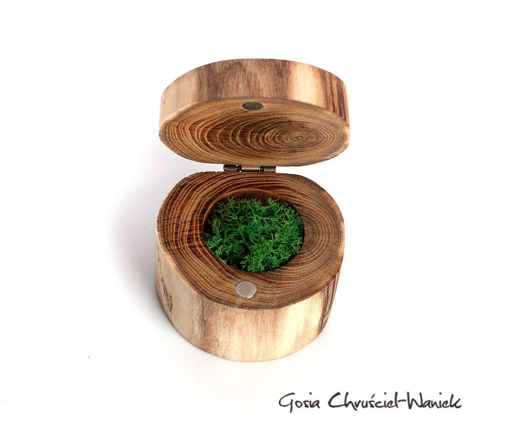 Ręcznie robione, drewniane pudełko z akacji