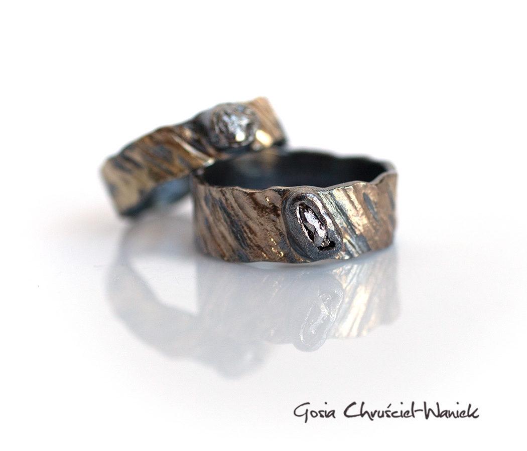 Srebrno-złote obrączki z meteorytami