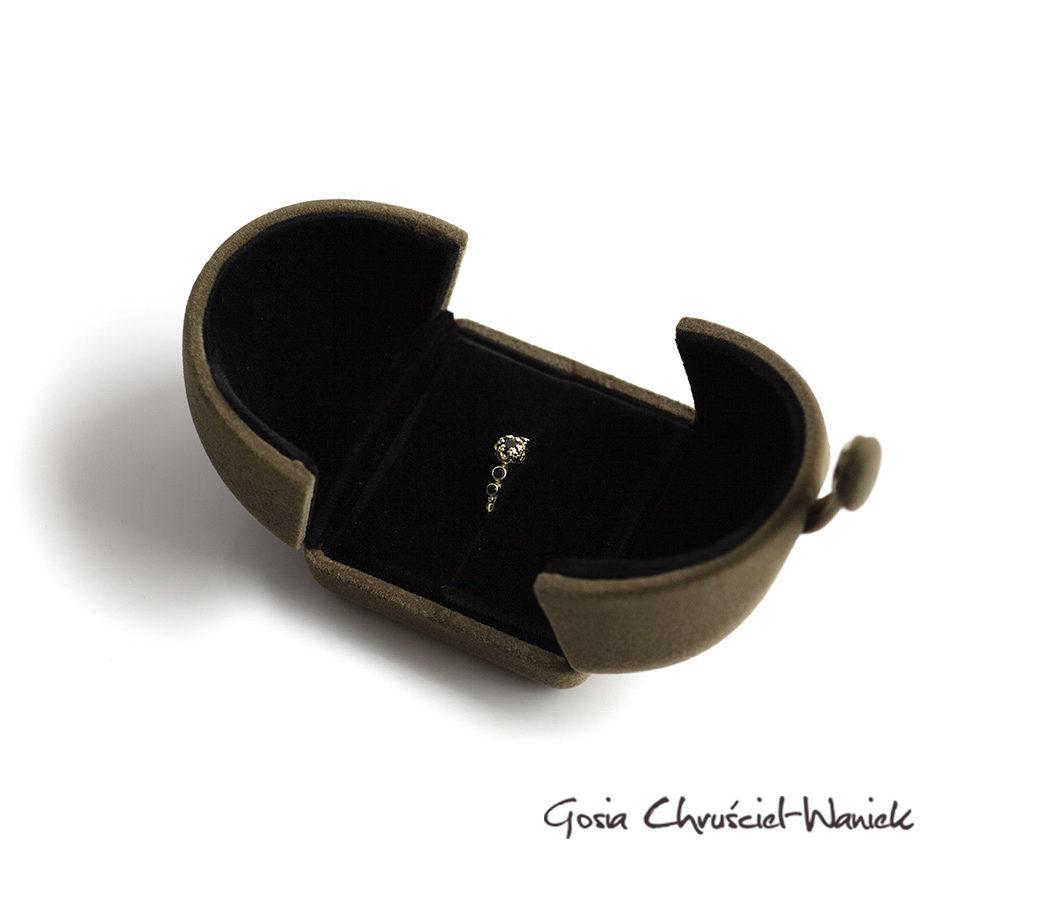 Eleganckie, flokowane pudełko na pierścionek
