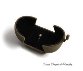 Flokowane brązowe pudełko na biżuterię
