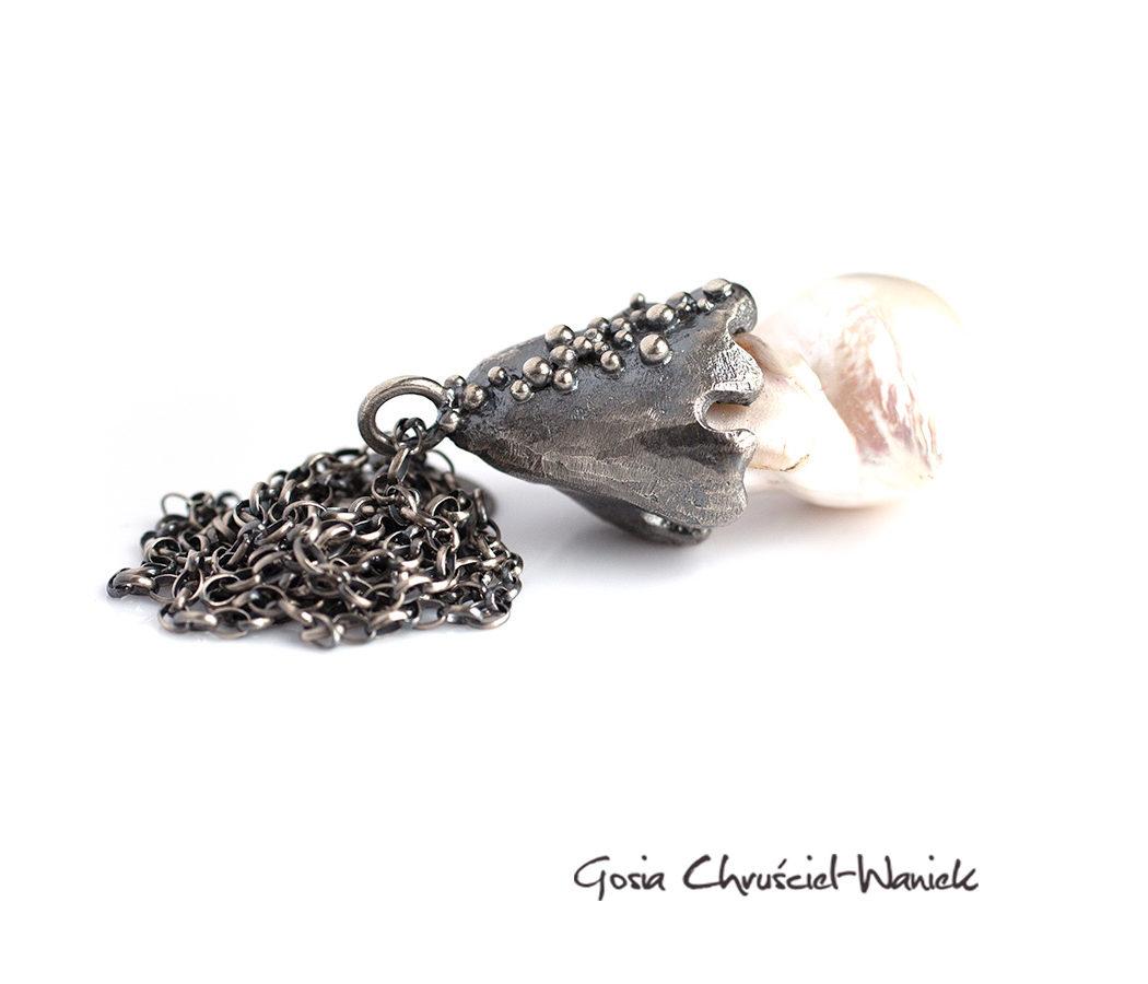 Barokowa perła w oksydowanym srebrze