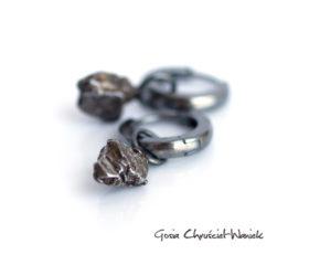 Minimalistyczne kolczyki z meteorytami