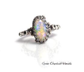 Opal w srebrze w stylu retro