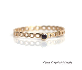 Ażurowy pierścionek z aleksandrytem