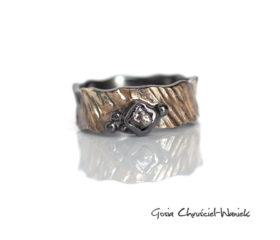 Srebrno-złota obrączka z surowym diamentem