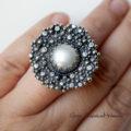Srebrny koktajlowy pierścień z perłą i cyrkoniami