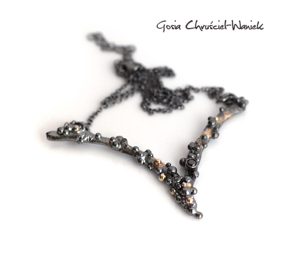 Srebrny naszyjnik z kolekcji Symbiosis z czarnymi brylantami